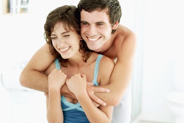 Šest načina zbog kojih sretni parovi ostaju bliski!