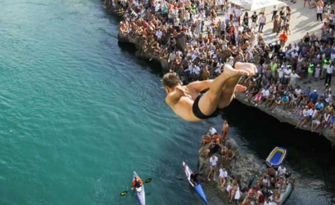 Mostar: 447. skokovi sa starog mosta