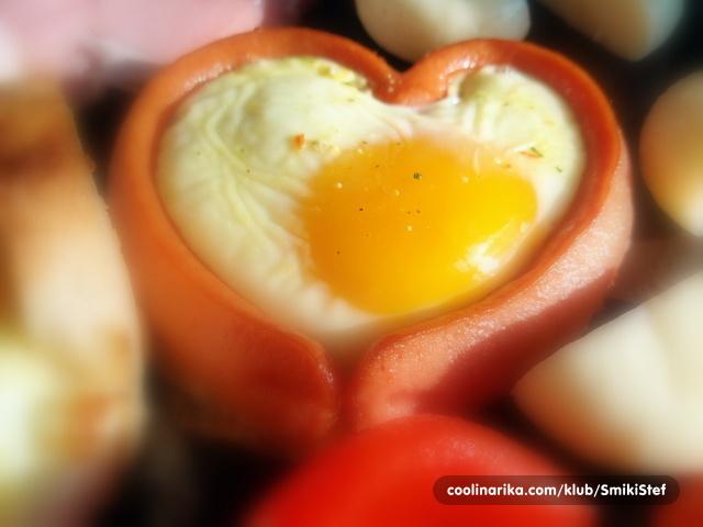 Recept za doručak: Jaja u Srcu od Hrenovke