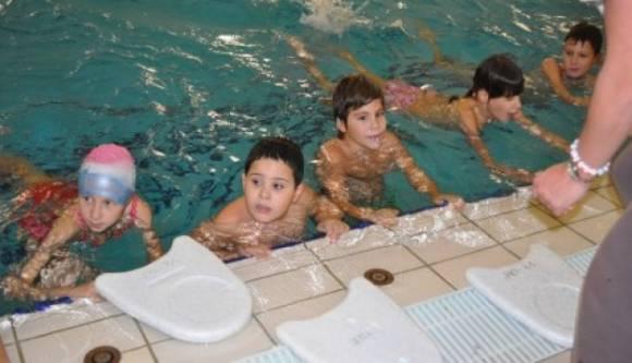 Obezbijeđena sredstva da svi sarajevski osnovci nauče plivati