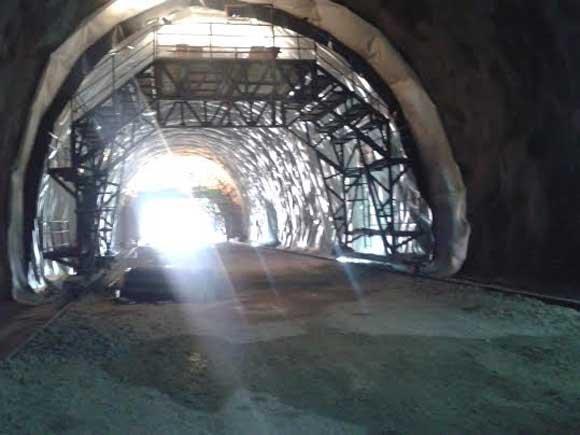 poklon-gradjanima-bih-za-dan-drzavnosti-probijen-tunel-bijela-vlaka-na-poddionici-zvirovici--kravice