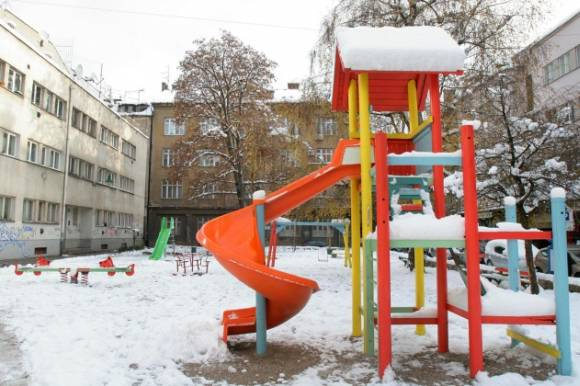 """Snijeg """"prošarao"""" krovove, ulice i dvorišta"""