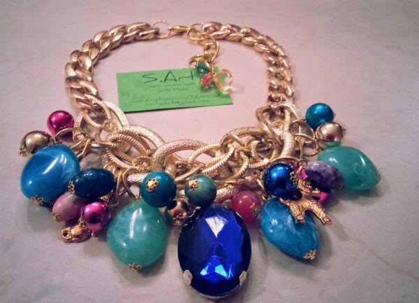 Elegantno : Ukasne kragne i velike ogrlice glavni modni hit