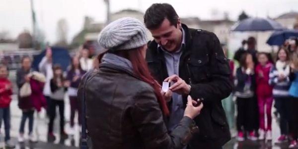 Video: Makedonac Na Spektakularan Način Zaprosio Djevojku