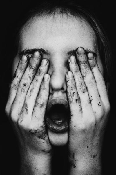 Ljut čovjek otvara usta, a zatvara oči